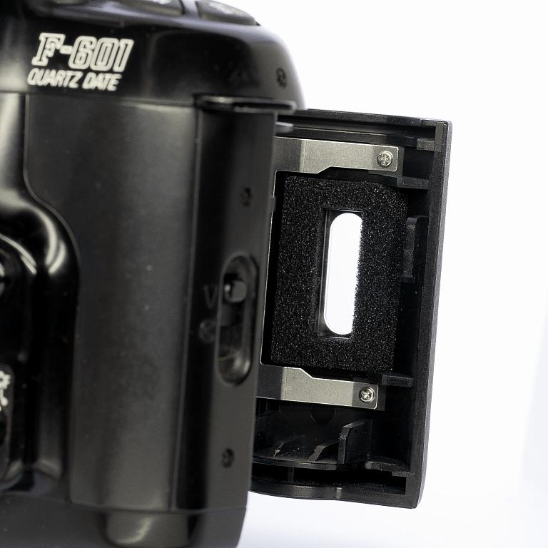 Nikon F-601QD 交換した裏蓋