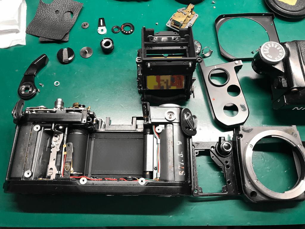 Nikon F2 Photomic 分解中